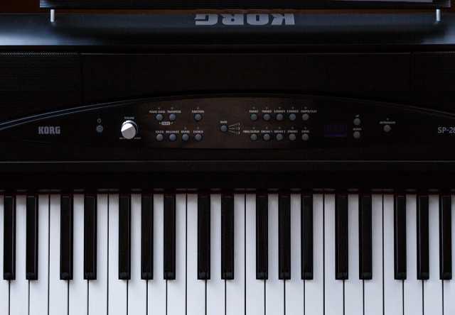 Продам Цифровое пианино Korg SP-280