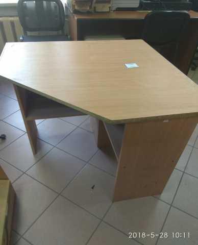 Продам стол компьютерный б/у в наличии угловой