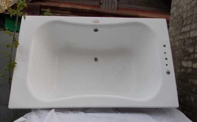 Продам Ванна акриловая бу 2х1.10х0.50