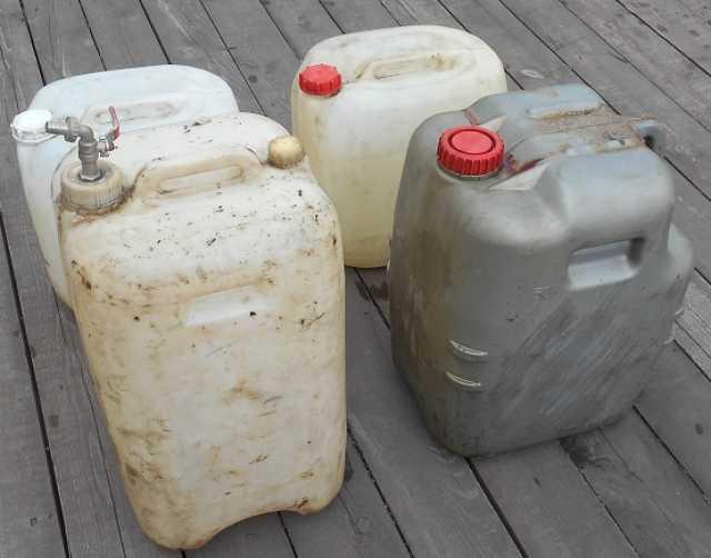 Продам: Канистры 50 литр пластиковые 20 25 10 35