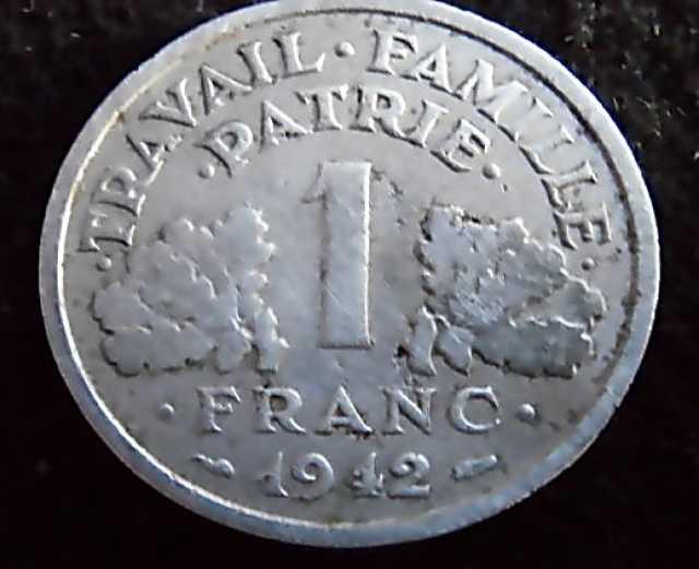 Продам монета 1 франк 1942 год