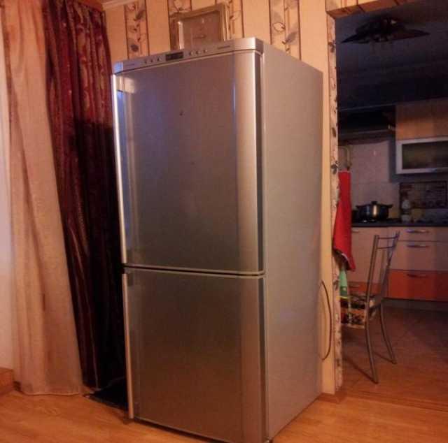 Отдам даром 2-камерный холодильник