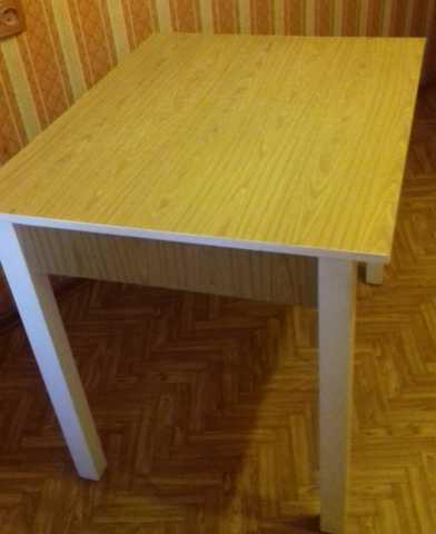 Продам Кухонный стол 60*80