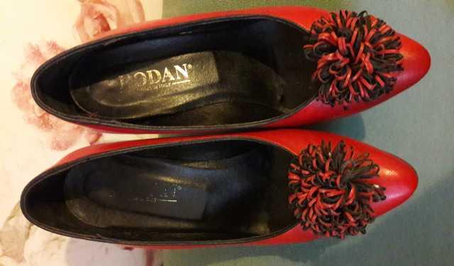Продам красные туфли
