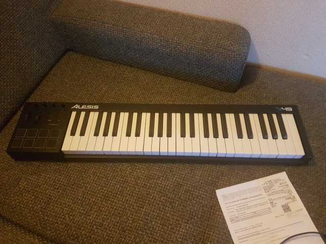 Продам Миди клаввиатура Alesis V49