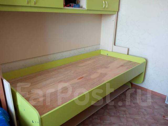 Продам кровать-парта, шкаф, антресоли, столик
