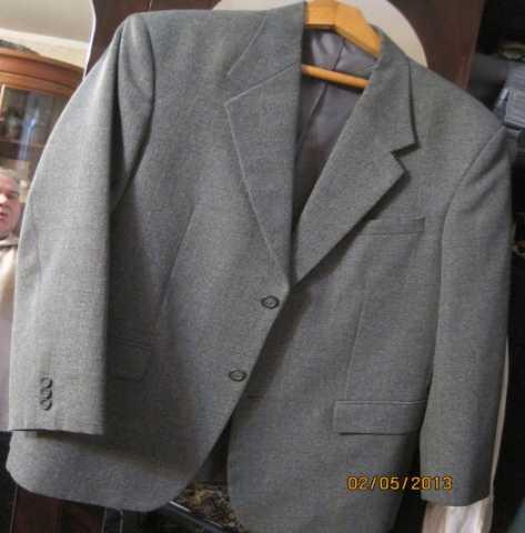 Продам: Пиджак серый классический новый на рост
