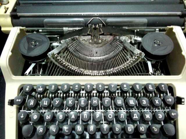 Продам пишущая машинка Любава