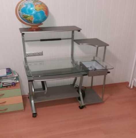 Продам Стол компьютерный стеклянный