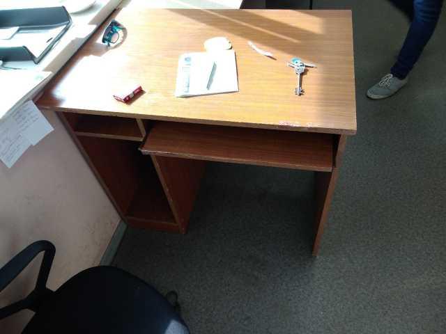 Продам Столы компьютерные бу 4 штуки