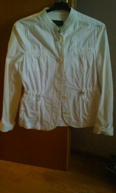 Продам Куртка легкая белая