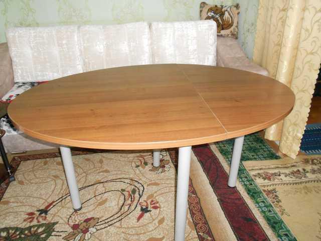 Продам стол обеденный ,для гостиной раскладной