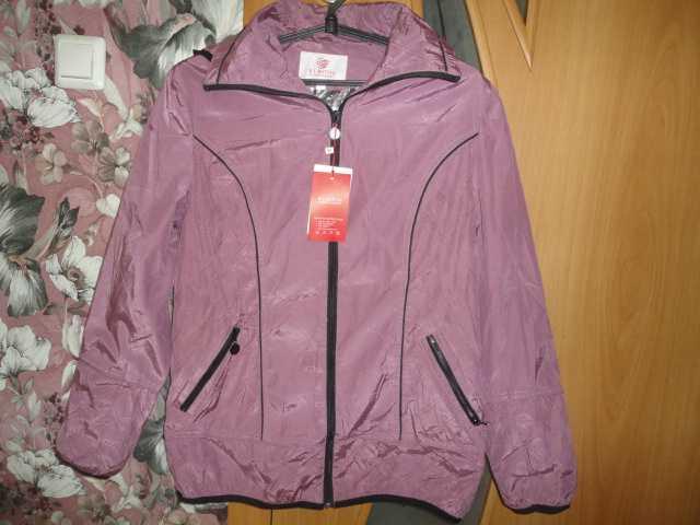 Продам Курточка ветровка женская новая р 48-50.