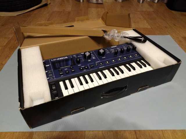 Продам Аналоговый синтезатор Novation MiniNova