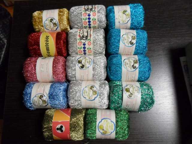 Продам Нитки люрекс для вязания разных цветов.