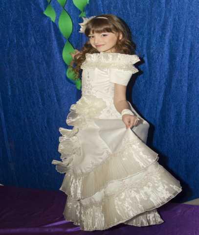 Продам нарядные платье для девочки