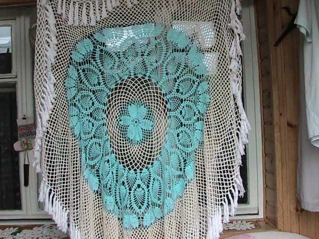 Продам скатерть ажурная, связанная из  ниток