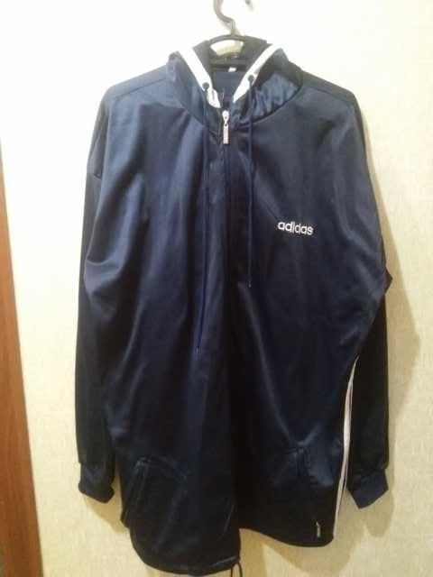 Продам спортивная куртка Adidas c капюшоном