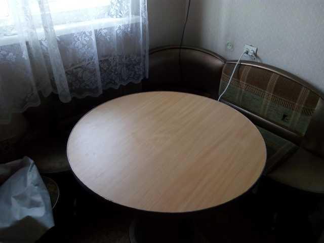 Продам Кухонный уголок со столом