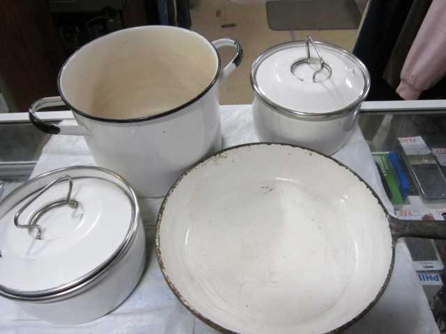Продам Кастрюли эмалированные 3шт сковорода чуг