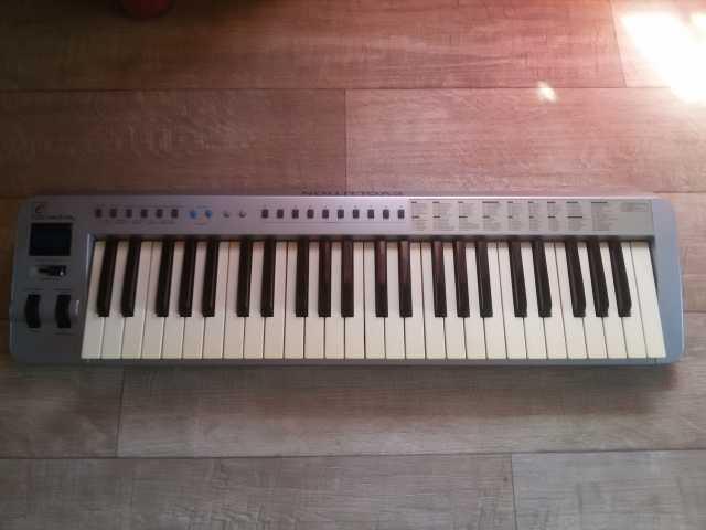 Продам Продам midi-клавиатуру Evolution MK-249