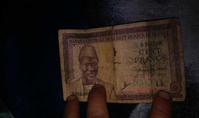Продам денежный знак гвинеи 1960 г номиналом100