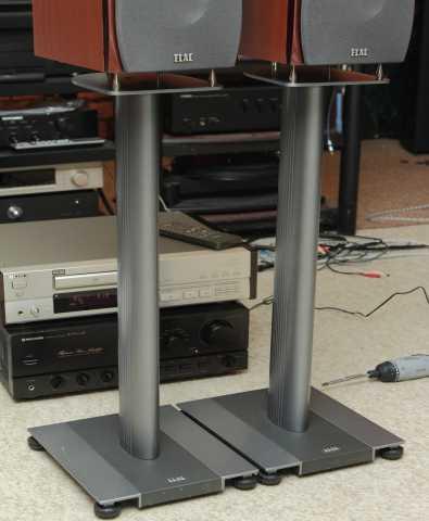 Продам акустические стойки Elac Stand LS 70