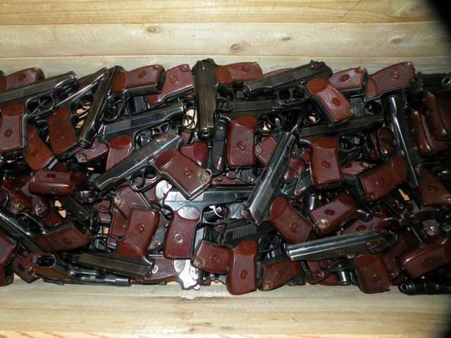 Продам боевые пистолеты ПМ.