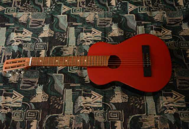 Продам Детскую гитару