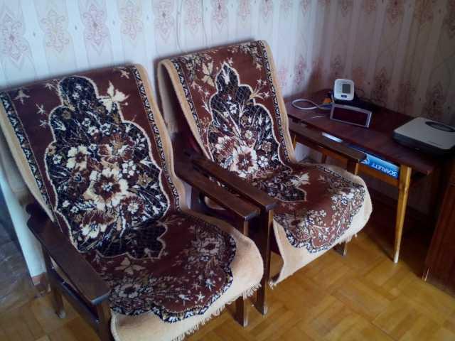 Продам Два кресла и журнальный столик