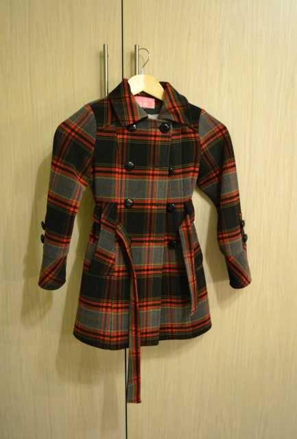 Продам Демисезонное пальто для девочки