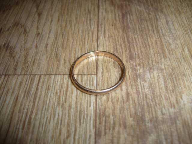 Продам кольцо обручальное золотое 583пр