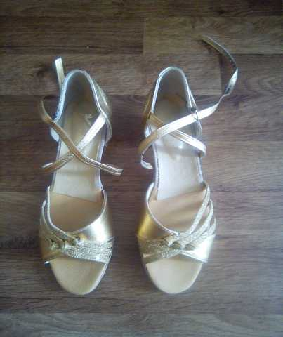 Продам Новые туфли для танцев