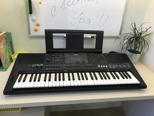 Продам Синтезатор  Yamaha PSR-E453