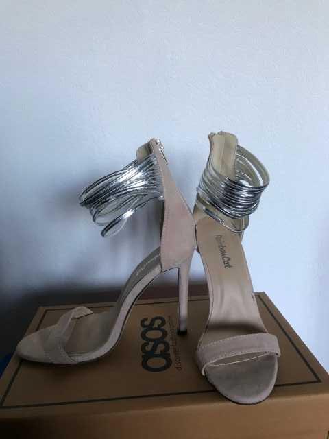 Продам Босоножки бежевые на каблуке