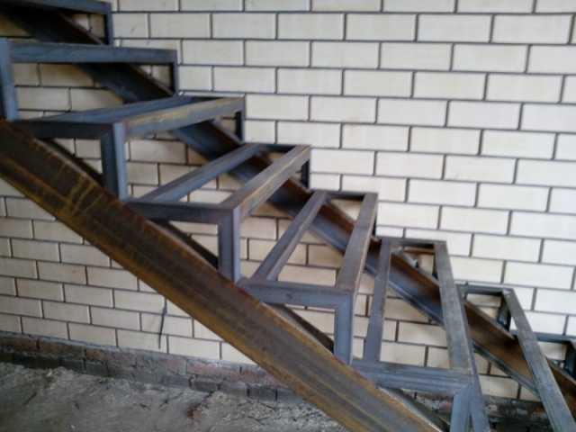 Продам: Лестницы, Козырьки, Ворота.
