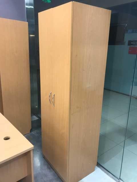 Продам Шкаф для одежды с закрытыми дверцами