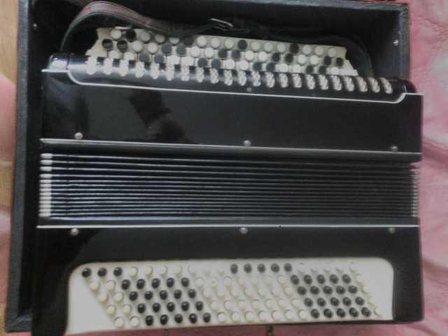 Продам Баян, гитару, аккордеон