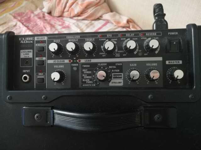 Продам Комбик для электрогитары Roland Cube 40g