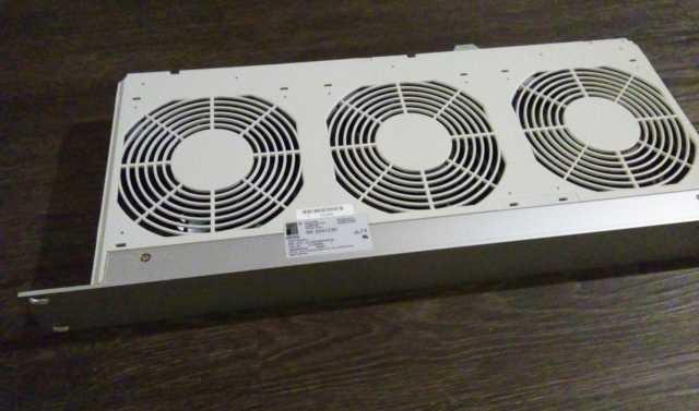 Продам: Панель вентиляционная,3 вен. Rittal SK