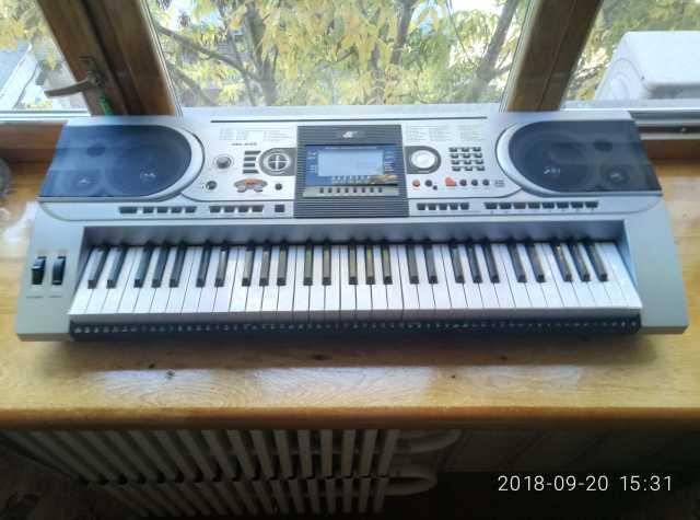 Продам Синтезатор МК 935
