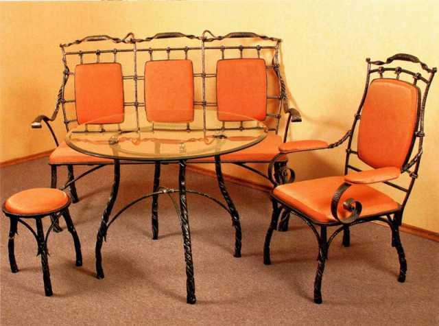 Продам Кованый стол и стулья