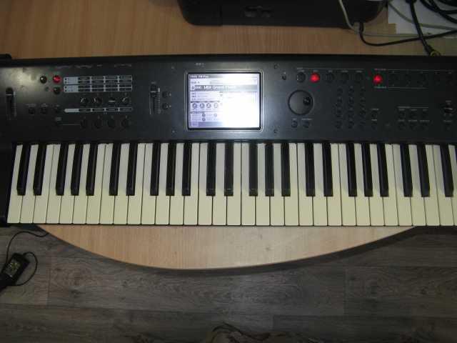 Продам KORG M50