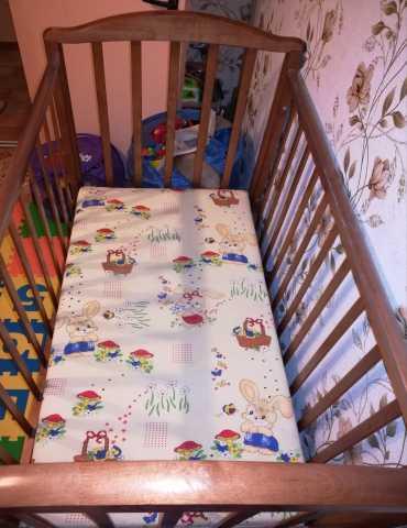Продам Детская кроватка из дерева +матрас