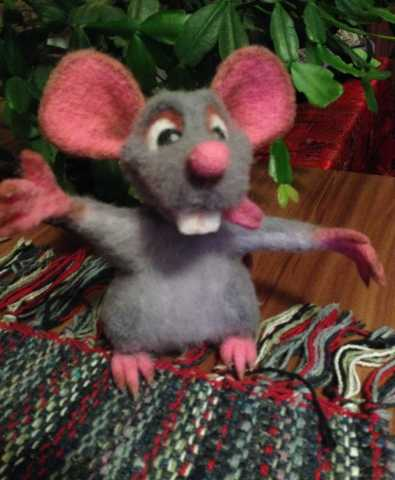 Продам Игрушка крыска валяную из шерсти