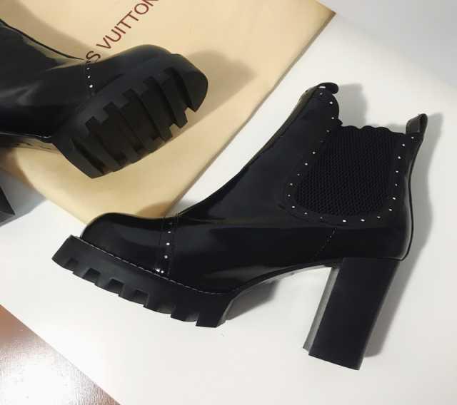 Предложение: LOUIS VUITTON Chelsea Ankle Boots