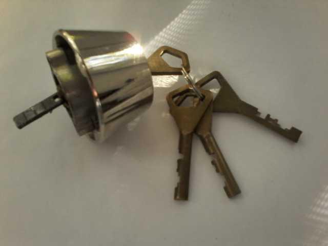 Продам Личинка для замка 4 ключа и др.