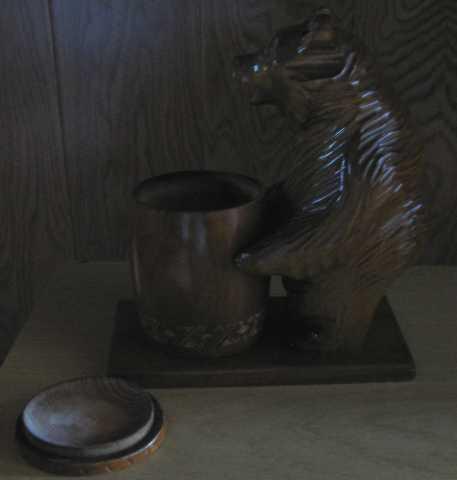 Продам Сувенирный медведь с бочонком для меда
