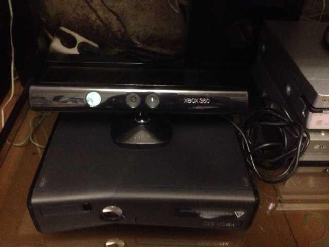Продам Игровую приставку Xbox 360 Kinect