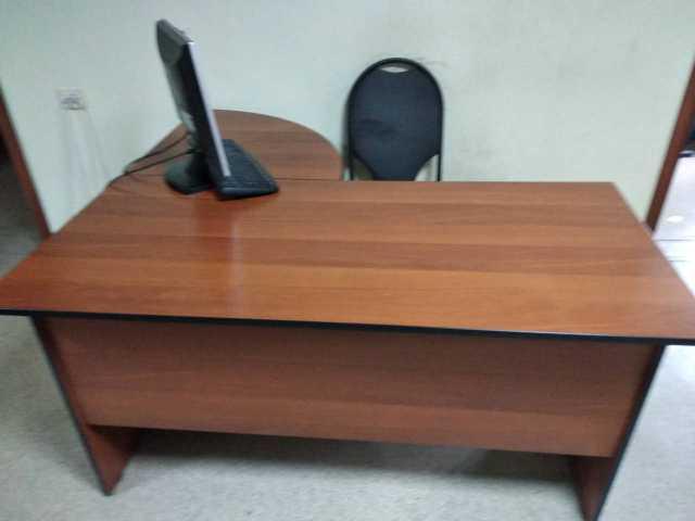 Продам Офисные столы с приставными тумбами,